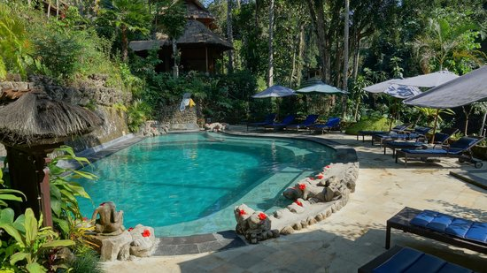 Hotel Tjampuhan & Spa : Central pool