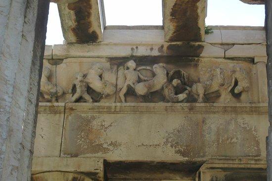Temple of Hephaestus: Reliefs intact