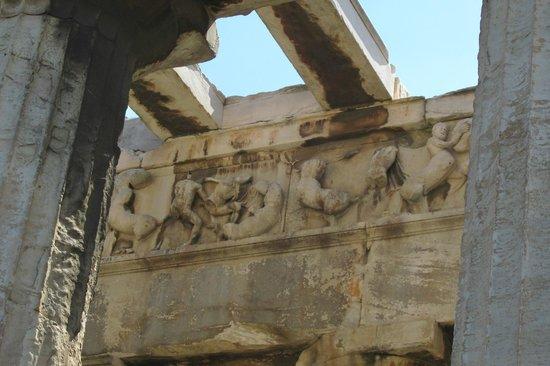 Temple of Hephaestus: Internal Reliefs