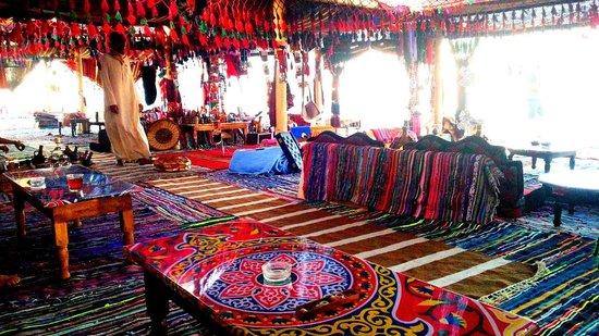 Hilton Hurghada Plaza : The colorful inside of Marasi Tent