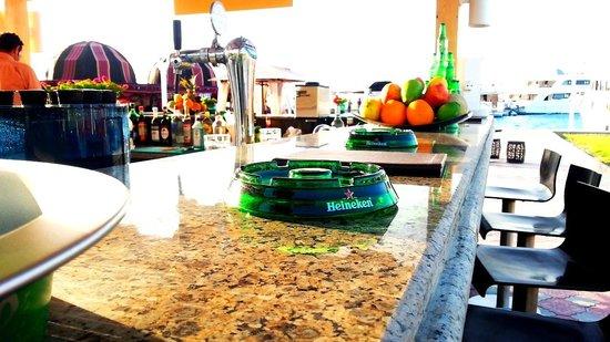 Hilton Hurghada Plaza : Wonderful service at the Pier1 Bar