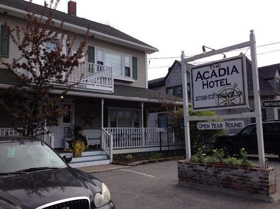 Acadia Hotel : front of Hotel