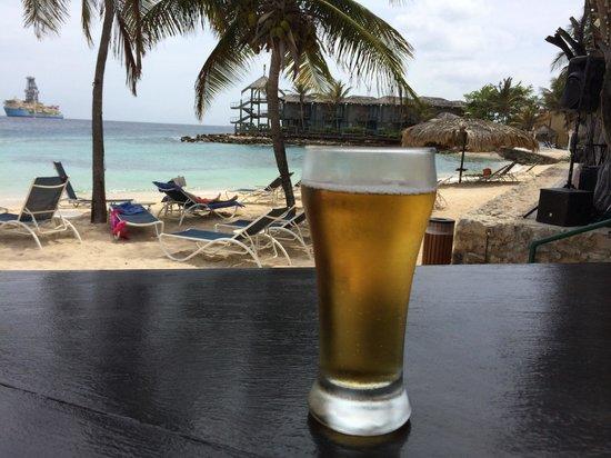 Avila Beach Hotel : A beer at The Scooner bar
