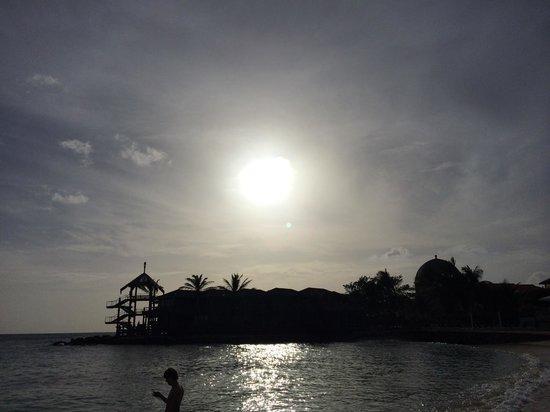 Avila Beach Hotel : Sunset seen from a sunbed