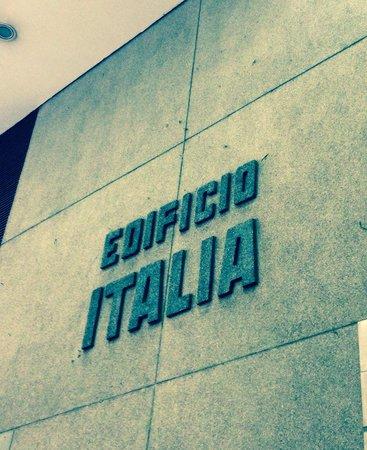 Italian Building: Frente