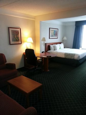 La Quinta Inn & Suites  San Antonio Downtown: 606 King Suite