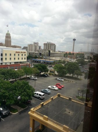 La Quinta Inn & Suites  San Antonio Downtown: View of Downtown!