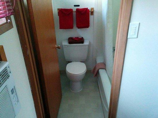 Hide Away Inn : Bathroom