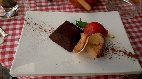 Restaurante Pegason y El Pajarito Enmascarado : Schokokuchen mit Eis
