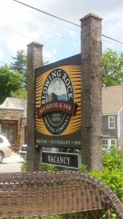 Blowing Rock Ale House & Inn: Look for this sign on the street