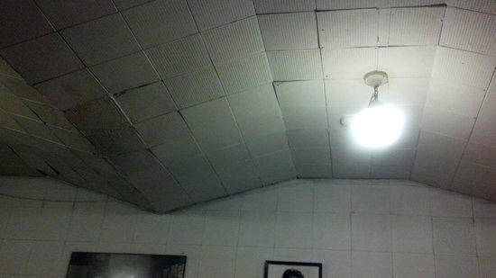 Sun Studio: Original acoustic tile ceiling in the recording studio