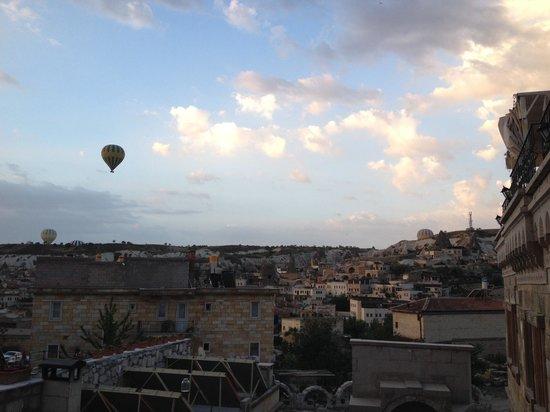 Kapadokya Balloons: First In flight, 3 out of 4 balloons are kapadoyka.