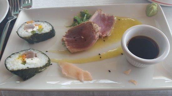 Windows on Aruba Restaurant : tuna sushi