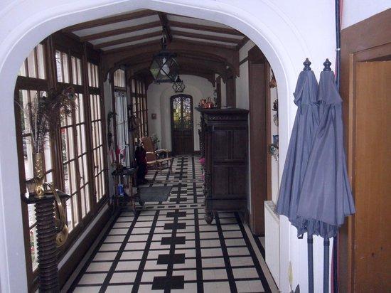 Chateau d'Omiecourt: Entrance Hall