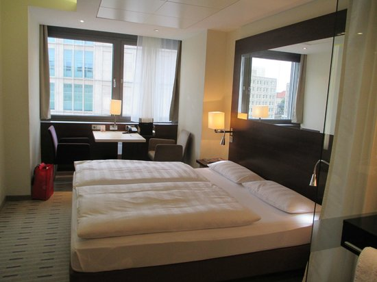 Park Inn by Radisson Berlin am Alexanderplatz: My room