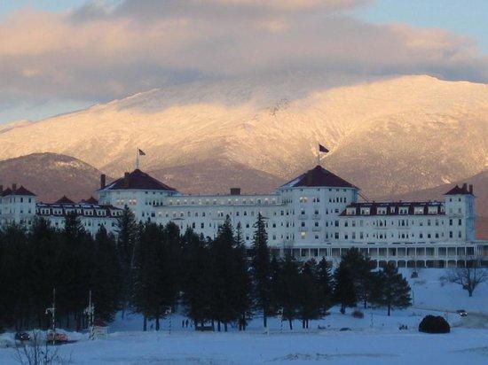 Omni Mount Washington Resort: facade, winter
