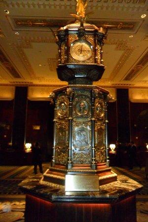 Waldorf Astoria New York: Welcome Hall Clock