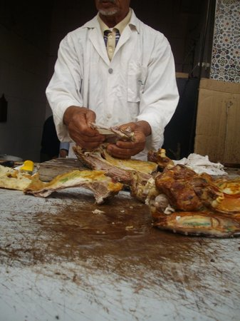Morocco Discovery Holidays: Mechoui Alley - Preparing my roasted lamb lunch
