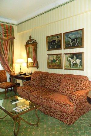 Waldorf Astoria New York: Front Room in hotel suite