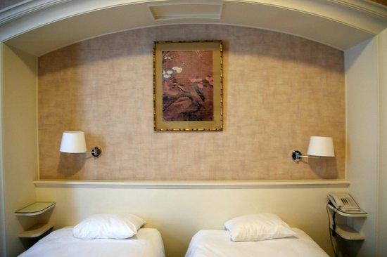 Hotel des Colonies: Room