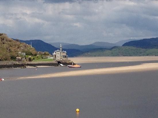 Dros y Dwr: the estuary