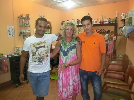 El Malikia Resort Abu Dabbab: NEGOZIO DEL PARRUCCHIERE DOVE HO FATTO HENNE' E MASCHERA OTTIMA AL VISO CONTRO LE RUGHE