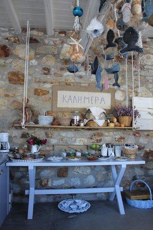 """Studios Amfitriti: buffet du petit déjeuner: tout est """"fait maison"""", et délicieux"""