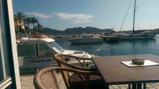 cafe thalassa: boats to the left of you