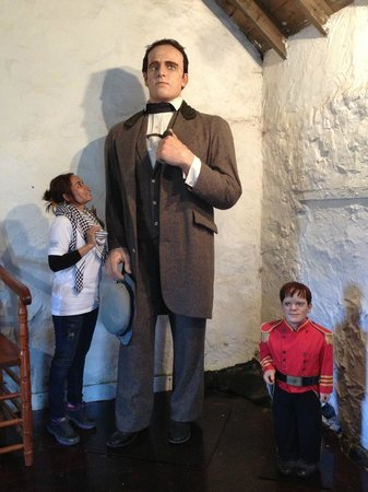 Giant Angus Macaskill Museum: how are you tall?