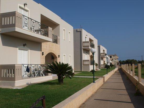 Mediterranean Studios Apartments: esterni