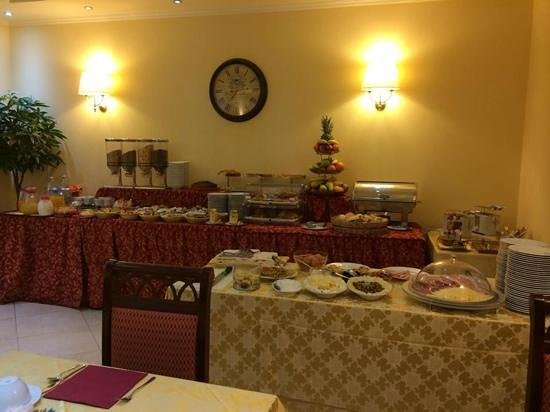 Hotel Panorama: Well garnished breakfast buffet