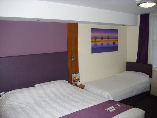 Family room picture of premier inn london victoria hotel for Premier inn family room