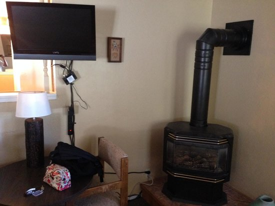 7 Seas Inn at Tahoe: Fire place in the room