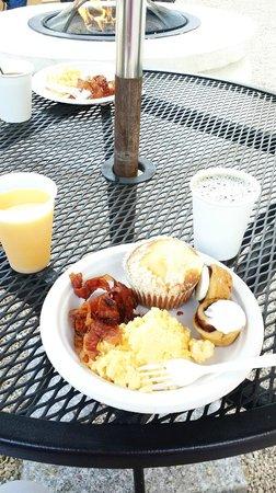 BEST WESTERN Dry Creek Inn: Yummy free breakfast