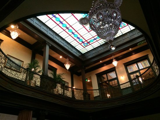 Geiser Grand Hotel: huge stained glass ceiling under huge skylight