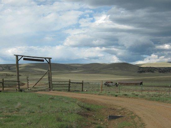 Badger Creek Ranch: Entrance to Ranch