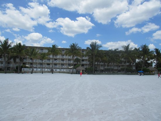 BEST WESTERN PLUS Beach Resort: View of hotel from the beach