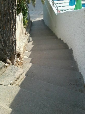 Marconfort El Greco Hotel : Steps to beach