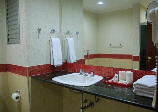 Da Vinci Hotel & Conventions : Banheiro Luxo e Standart