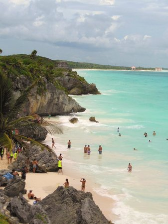 Nueva Vida de Ramiro : Beach at Tulum Ruins