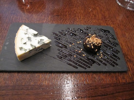 Les Papilles : Creamy blue cheese and prune