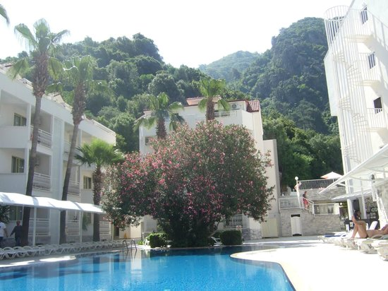 Mirage World Resort Hotel: Bottom pool area.