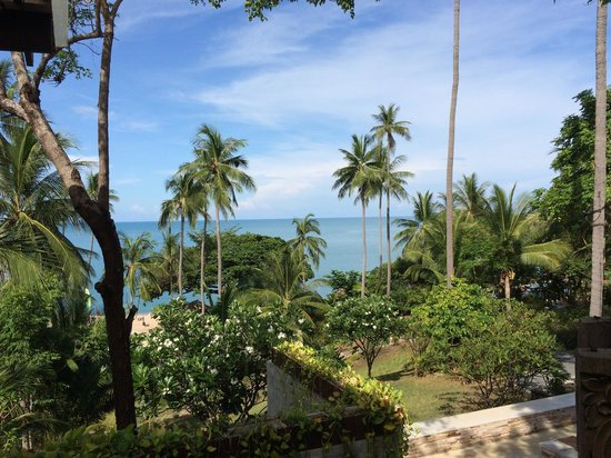 The Tongsai Bay: View of the garden from the main building of the resort