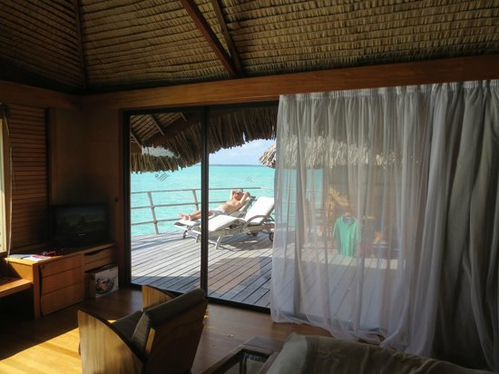 Le Taha'a Island Resort & Spa : Awsome room and outside patio