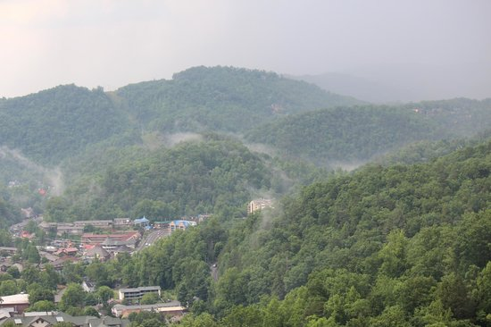 Park Vista - DoubleTree by Hilton Hotel - Gatlinburg : Left view from our balcony