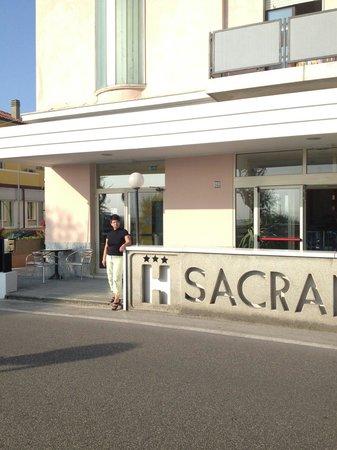 Hotel Sacramora: J