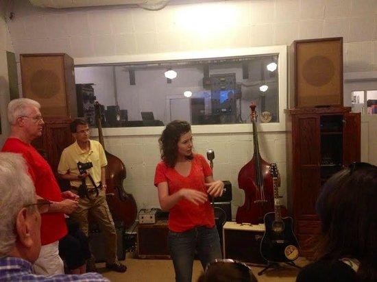 Sun Studio: Local musician Lahna Deering delivers music history with enthusiasm!
