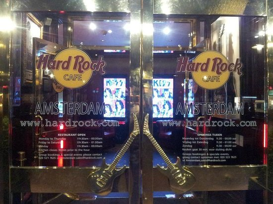 Hard Rock Cafe Amsterdam: Entrance, a bit hidden....