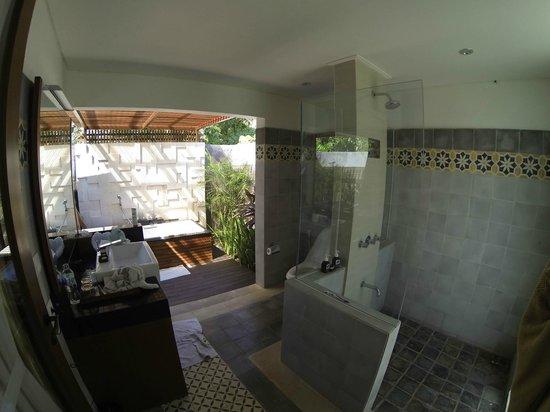 The Astari - Villa and Residence: chambre avec piscine privé