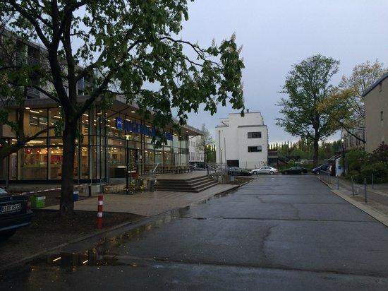 Jugendgaestehaus Hauptbahnhof: Напротив отеля